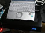 エレコム 冷え冷えクーラーに私のノートPCを乗せ、ほぼ真上から撮影した写真です。